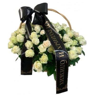 Корзина траурная из 50 живых белых роз №7526