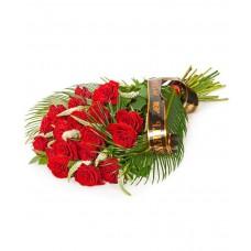 Букет траурный с розой, траурной лентой и зеленью №7506