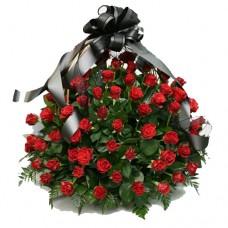 Корзина траурная с розами (100 шт) №7501