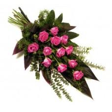 Букет роз с зеленью с траурной лентой №7505