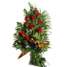 Букет роз с зеленью с траурной лентой №7504