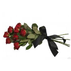 Букет роз с зеленью с траурной лентой №7503