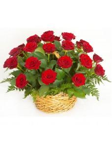 Корзина с розами и зеленью (50 шт) №7510
