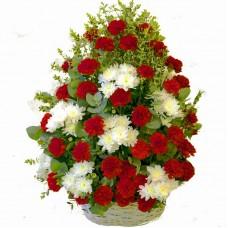 Корзина траурная большая с гвоздикой зеленью и хризантемой №7511